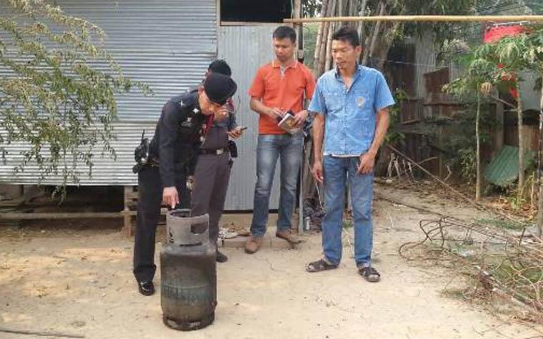 สาวพม่าลืมปิดแก๊ส แก๊สรั่วระเบิดบ้านไม้สักกลางชุมชน หลังโลตัสแม่สอด