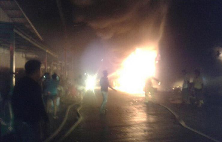 เกิดเหตุเพลิงไหม้คลังเก็บจักรยาน ชายแดนไทย-พม่า มูลค่าเสียหาย 10 ล้าน