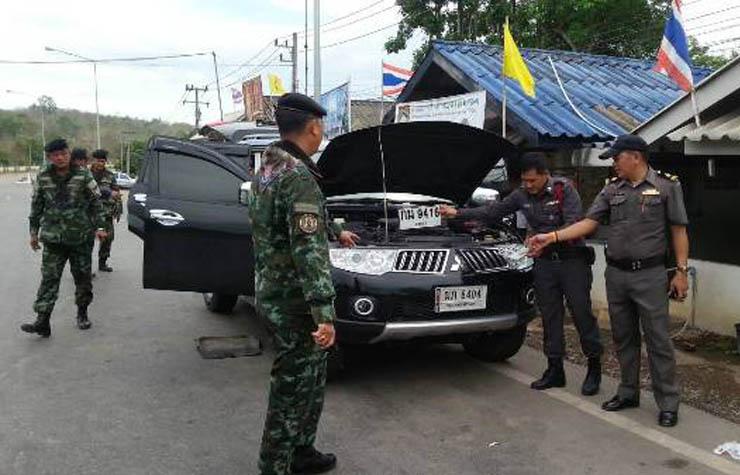 ทหาร ตำรวจ ร่วมกับด่านบ้านห้วยหินฝน สกัดจับรถขนแรงงานต่างด้าว