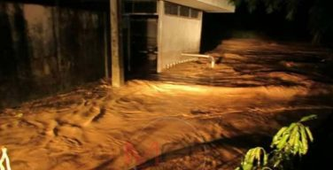 พายุฝนถล่มอย่างหนักต่อเนื่อง ก่อนน้ำป่าจะไหลท่วมโรงเรียนแม่สลิดหลวง
