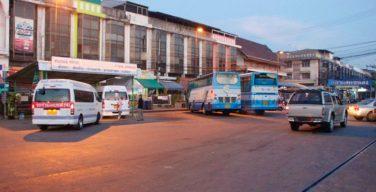 รถทัวร์วิ่งจาก จ.ตาก สู่ชลบุรี ปล่อย 3 ผู้โดยสารทิ้งไว้ที่เมืองแปดริ้ว