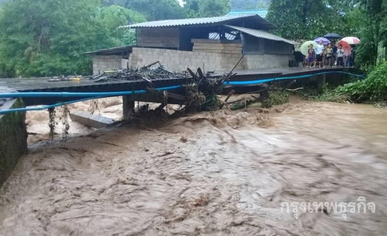 ฝนตกหนักต่อเนื่อง ทำโรงเรียนบ้านแม่สลิดหลวง น้ำท่วมฉับพลัน