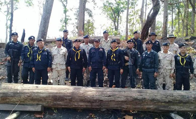 จนท.ตำรวจ-ทหาร-ปกครอง ร่วมตรวจยึดไม้สักทอง ท่อนใหญ่ 12 ท่อน มูลค่ากว่าสามแสน