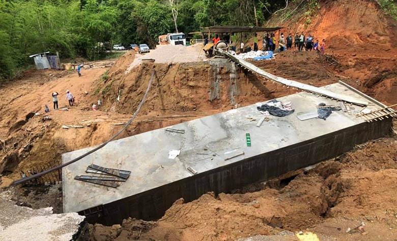 น้ำป่าซัด สะพานบล็อกคอนเวิร์ส สายแม่ระมาด-บ้านตาก มูลค่าเกือบ 2 ล้านพัง
