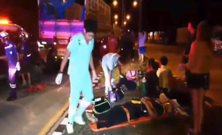 อุบัติเหตุรถกระบะขนคนงานชนท้ายรถเทรลเลอร์ ถนนแม่สอด-ตาก เจ็บ 6 คน