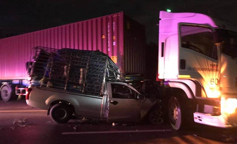 อุบัติเหตุรถยนต์กระบะชนกับรถบรรทุกตู้คอนเทรนเนอร์ หน้าเทศบาลแม่กุ