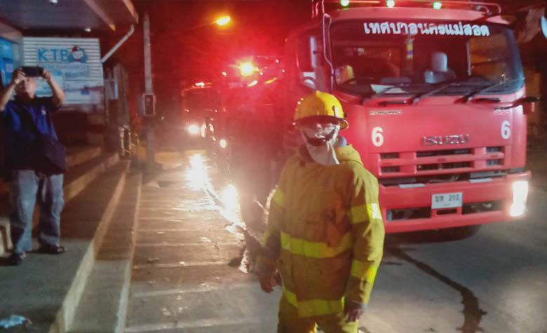 หน่วยดับเพลิงเทศบาลนครแม่สอดเข้าระงับเหตุเพลิงไหม้ธนาคารกรุงไทย