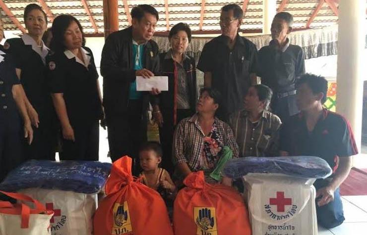 ผู้ว่าฯตาก พร้อมหน่วยงานเกี่ยวข้อง มอบเงินช่วยเหลือครอบครัวโดนระเบิด