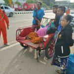 สาวพม่าเจ็บท้องคลอด หวิดคลอดบนรถสามล้อแดง กู้ภัยส่งรพ.ทัน