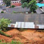 ฝนตกหนักทำดินสไลด์ทับอาคารโรงเรียนแม่ระเมิง เร่งอพยพ นร.84คน